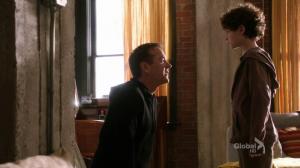 Kiefer Sutherland est incroyable dans Touch / Kiefer Sutherland is amazing in Touch dans K/TOUCH (saison 1) vlcsnap-2012-03-24-18h14m55s4-300x168