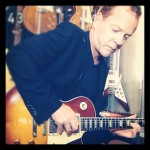 he played guitarGibson Les Paul Standard 1959 Tokyo promo touch s1 septe 2012 Kei