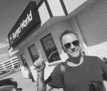@moosefm1055 ran into Kiefer Sutherland @ Burger World in #NorthBay over the weekend. @RealKiefer #SummerinThePark